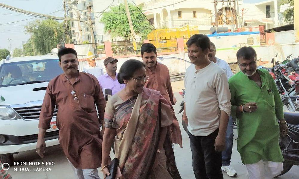 कैबिनेट मंत्री रीता बहुगुणा जोशी के खिलाफ गैर जमानती वारंट जारी करने का आदेश
