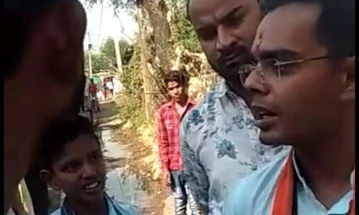 मुख्यमंत्री शिवराज की पत्नी, बेटे को जनता खरी-खोटी सुना रही, देखें वीडियो