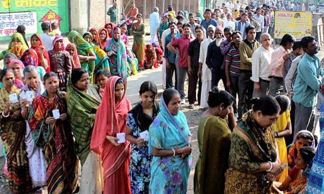 MP विधानसभा चुनाव: रिकॉर्ड मतदान का फायदा आखिर किसे होगा, कांग्रेस-बीजेपी के दावों में कितना दम?