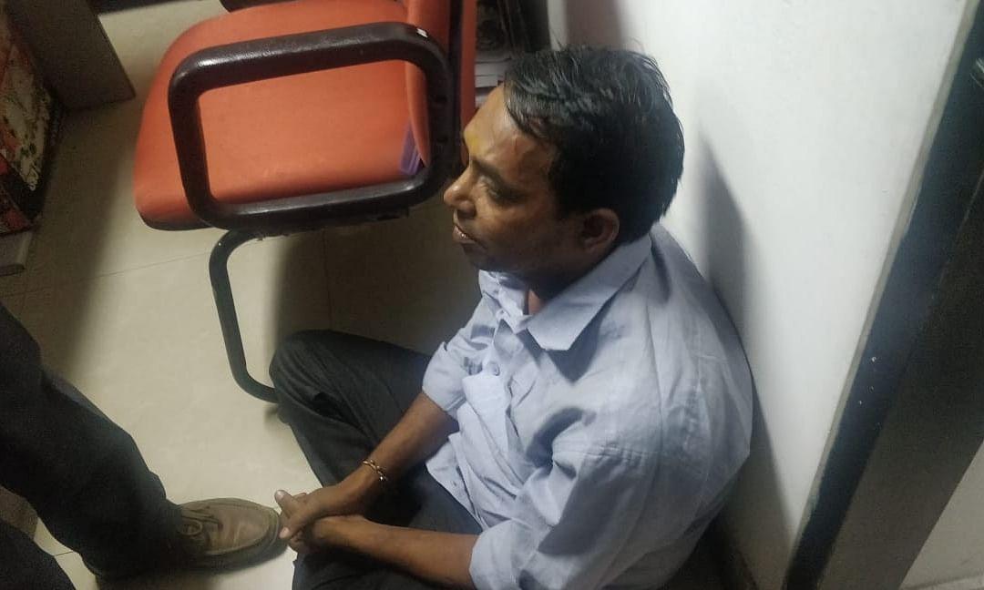 दिल्ली सचिवालय में मुख्यमंत्री अरविन्द केजरीवाल पर लाल मिर्च पाउडर से हमला