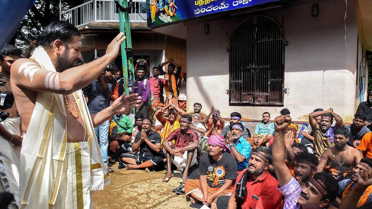 केरल के सबरीमाला मंदिर में प्रदर्शनकारी