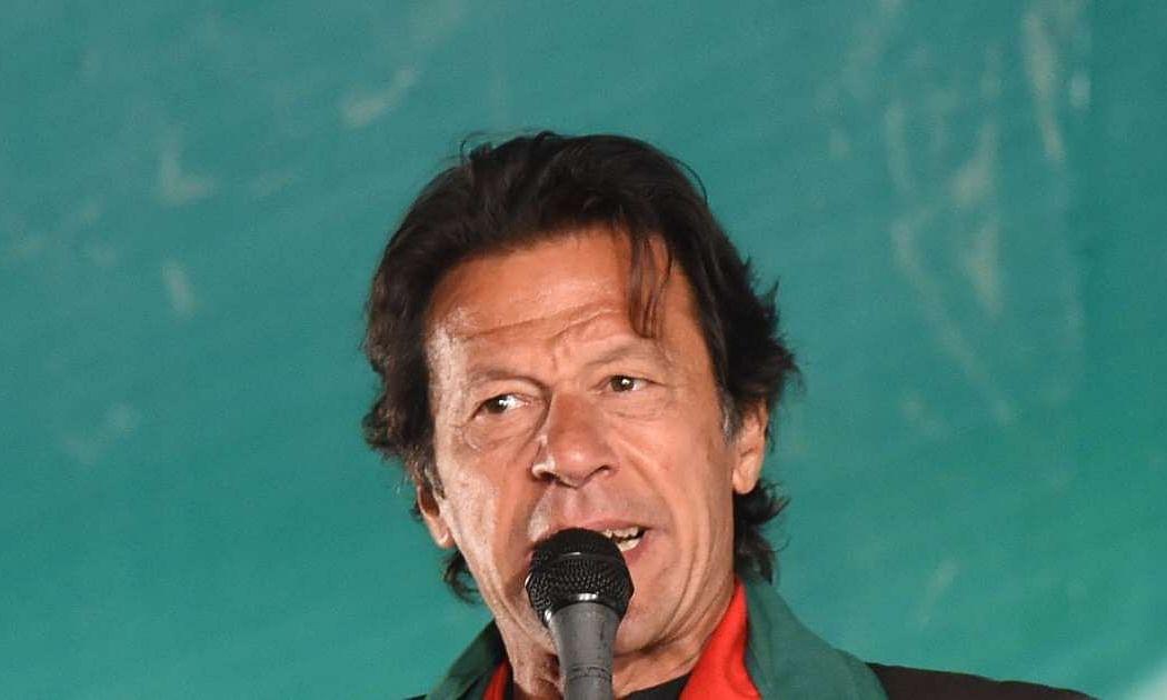 पाकिस्तानी पीएम इमरान खान ने कहा भारत-पाक के बीच युद्ध की बात केवल पागल सोच सकता है
