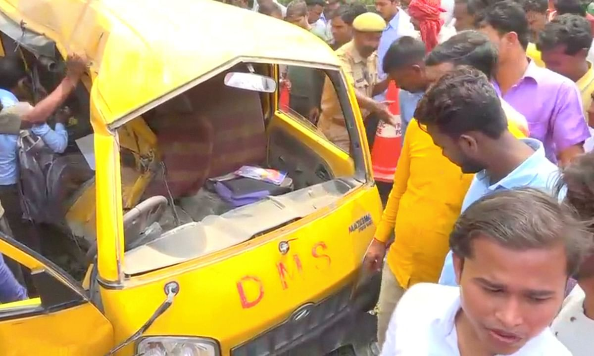 मध्य प्रदेश: सतना में स्कूल वैन की बस से टक्कर, चालक सहित 7 लोगों की घटनास्थल पर मौत