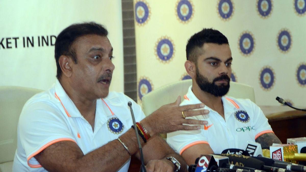 रवि शास्त्री और टीम इंडिया के कैप्टिन विराट कोहली प्रेस को सम्बोधित करते हुए