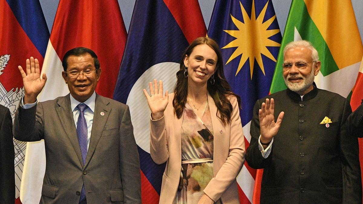 प्रधान मंत्री नरेंद्र मोदी, न्यूजीलैंड के प्रधान मंत्री जैकिंडा अर्दर्न और कंबोडियन प्रधान मंत्री समदेच टीको हुन सेन