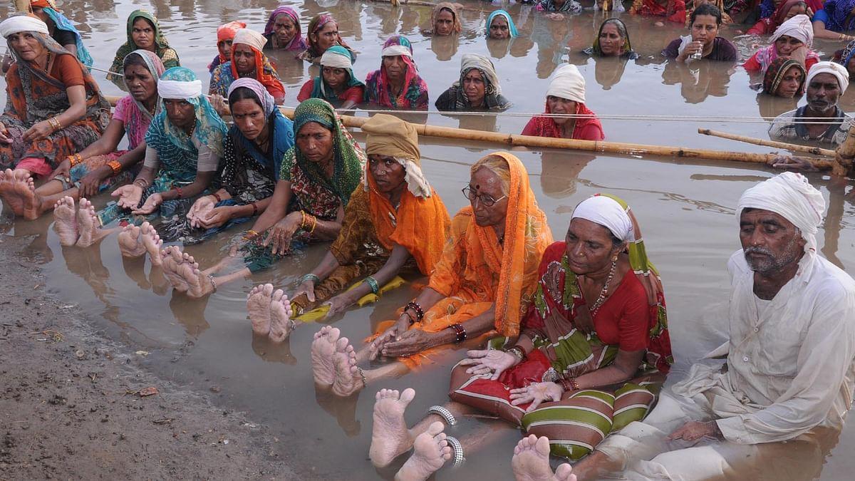 अवैध खनन और किसानों की फसल चौपट करने का विरोध 'जल सत्याग्रह' से