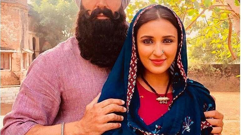 'केसरी' की पूरी हुए शूटिंग, परिणीति ने 'केसरी' के सह-अभिनेता अक्षय संग तस्वीर साझा की