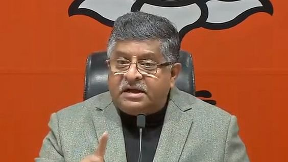 केंद्रीय कानून मंत्री रवि शंकर प्रसाद (Ravi Shankar Prasad) ने EVM हैकिंग मामले में कांग्रेस को मुंहतोड़ जवाब दिया