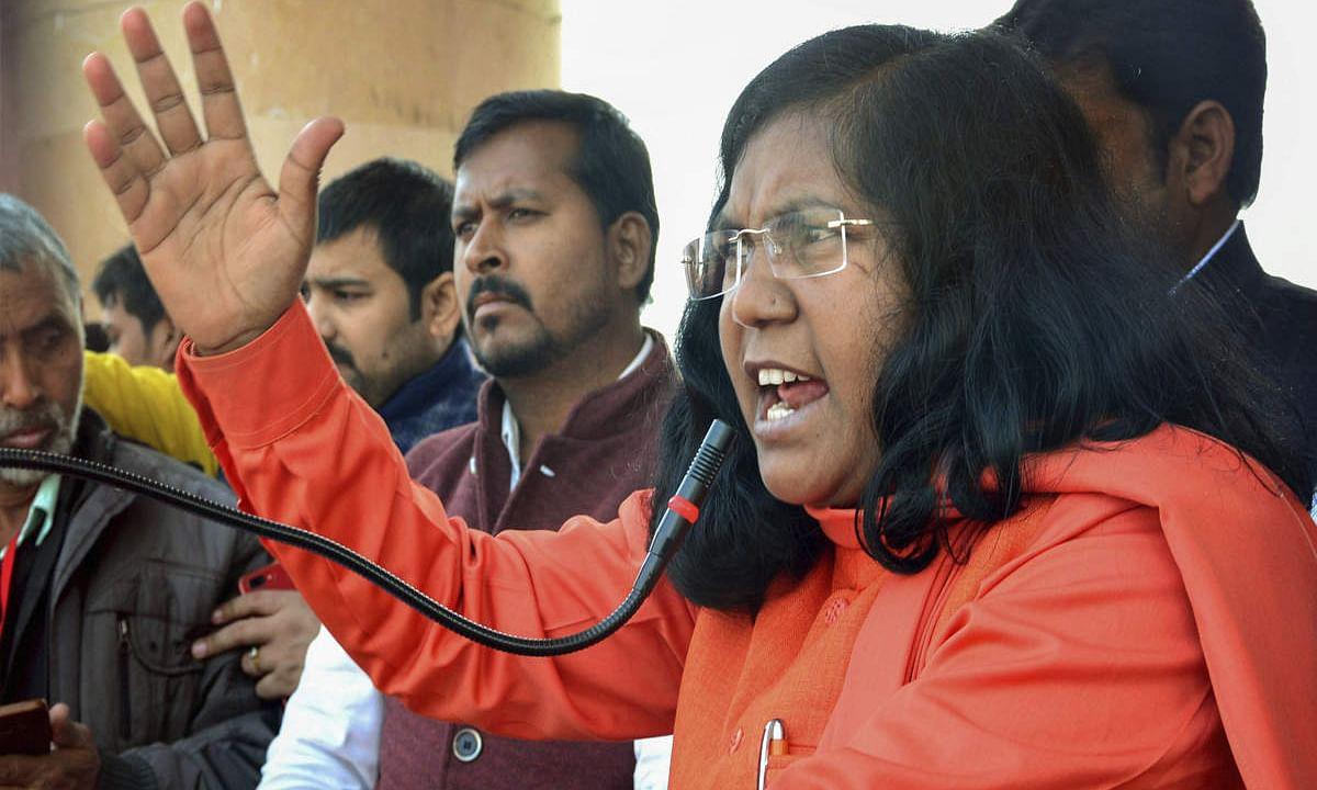 पूर्व BJP नेता सावीत्री बाई फुले ने साधा योगी आदित्यनाथ पर निशाना: कुंभ और मंदिरों पर करोड़ो खर्च करने से नहीं होगी देश की तरक्की