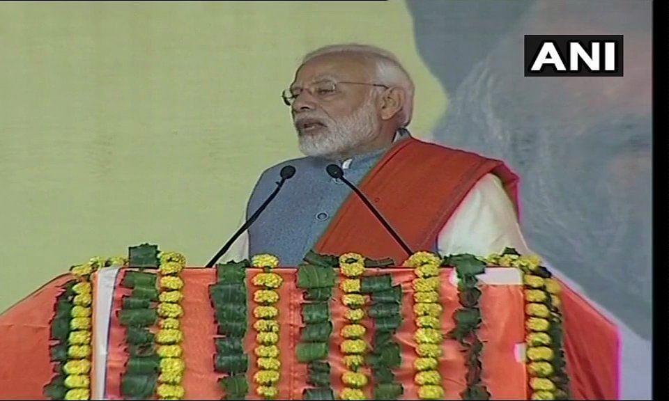 जैसे कांग्रेस ने देश को ग़रीबी हटाओ के नाम के साथ ठगा, वो अब देश को कर्जमाफी के नाम पर ठग रही है- PM Modi
