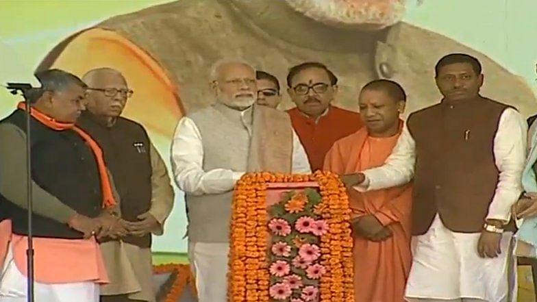 पीएम श्री नरेन्द्र मोदी आगरा में विशाल जनसभा को संबोधित किया