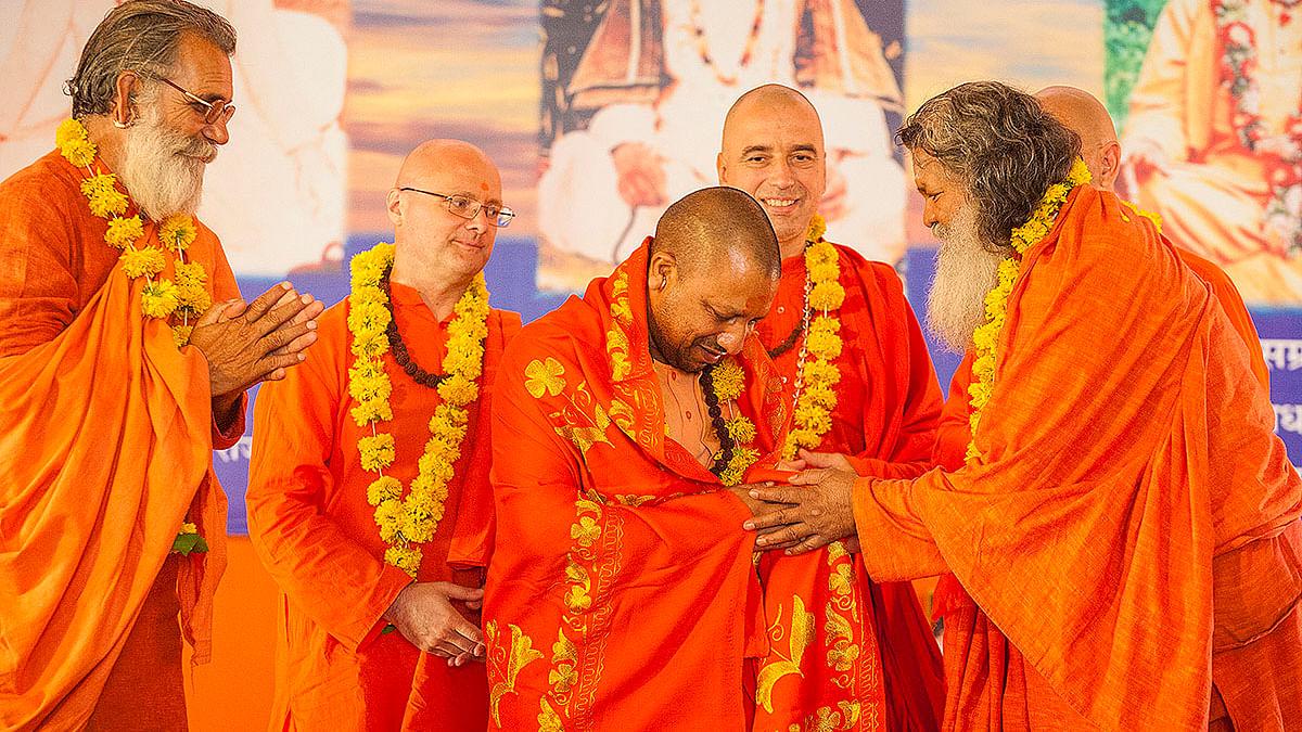 गोरखपुर के खिचड़ी महोत्सव में योगी आदित्यनाथ