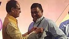 BJP नेता प्रहलाद बंधवार के साथ मध्यप्रदेश के पूर्व मुख्यमंत्री शिवराज चौहान