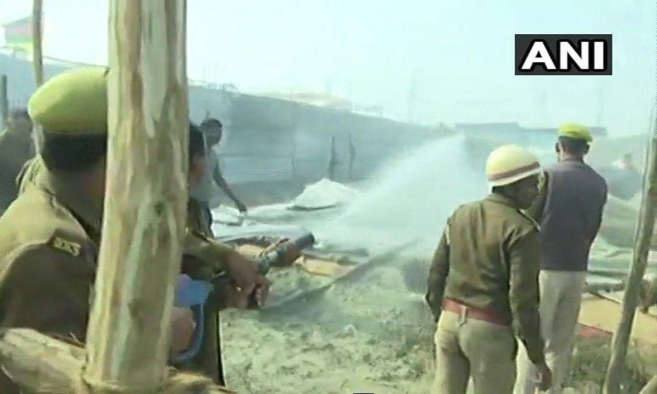 प्रयागराज: कुंभ मेले में लगी भीषण आग, दिगंबर अखाड़े के दर्जनभर टेंट जल कर हुए खाक