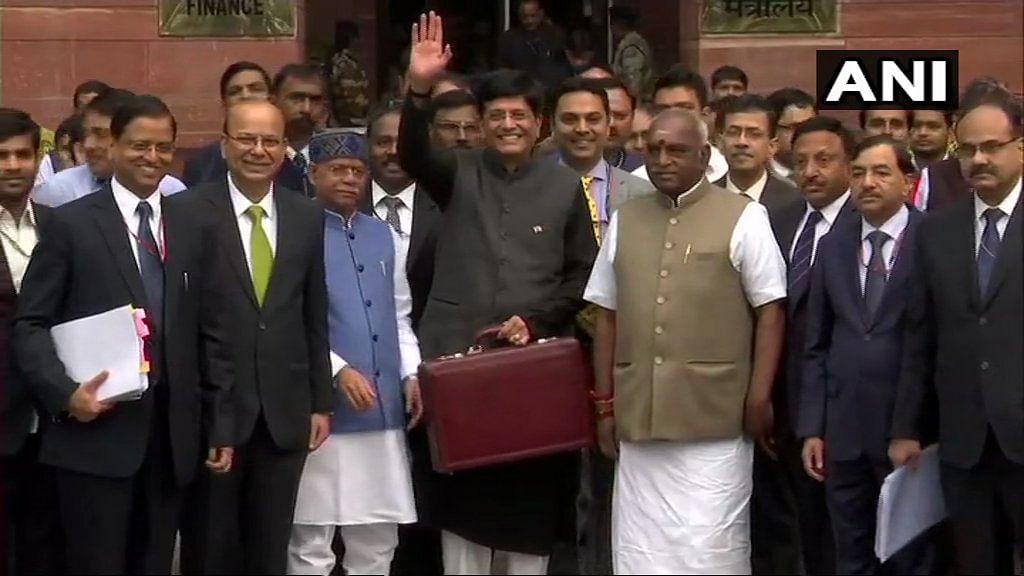 Interim Budget 2019-20, रेल मंत्री पियूष गोयल