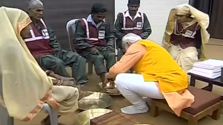 PM Modi wash the feet of sanitation workers in Prayagraj