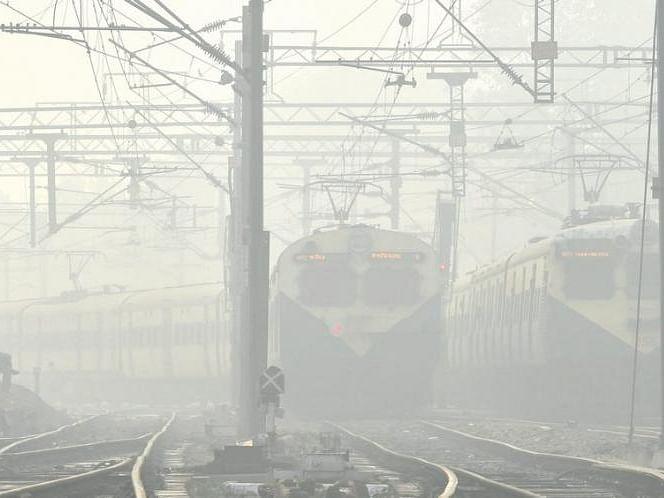 कोहरे की चादर में लिपटा उत्तर भारत, लेट चल रही हैं 17 ट्रेन, देखें  लेट चलने वाली ट्रेन की पूरी लिस्ट