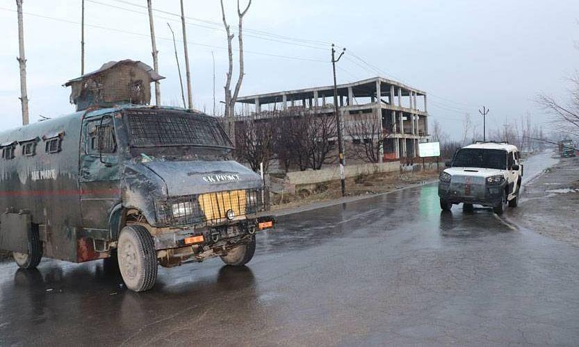 जम्मू एवं कश्मीर में आतंकवादियों संग मुठभेड़, 4 जवान शहीद ! आतंकियों से एनकाउंटर जारी