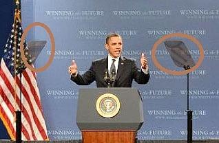 टैलिप्राम्प्टर का इस्तेमाल करते हुए बराक ओबामा
