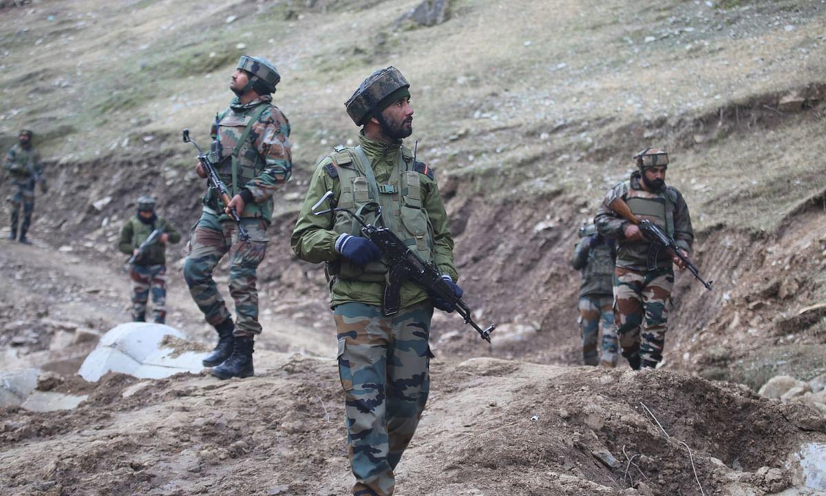 पुलवामा के बाद कश्मीर में जारी एनकाउंटर को देख कर नहीं लगता कि इस हिंसा का हल नजदीक है
