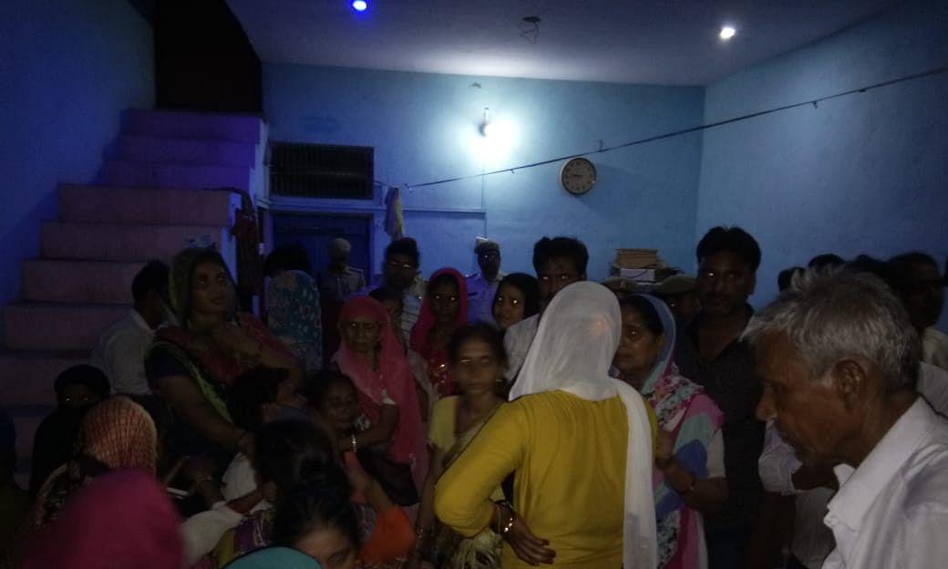 हमीरपुर में हुआ नरसंहार, परिवार के पांच सदस्यों की बेरहमी से हुई हत्या