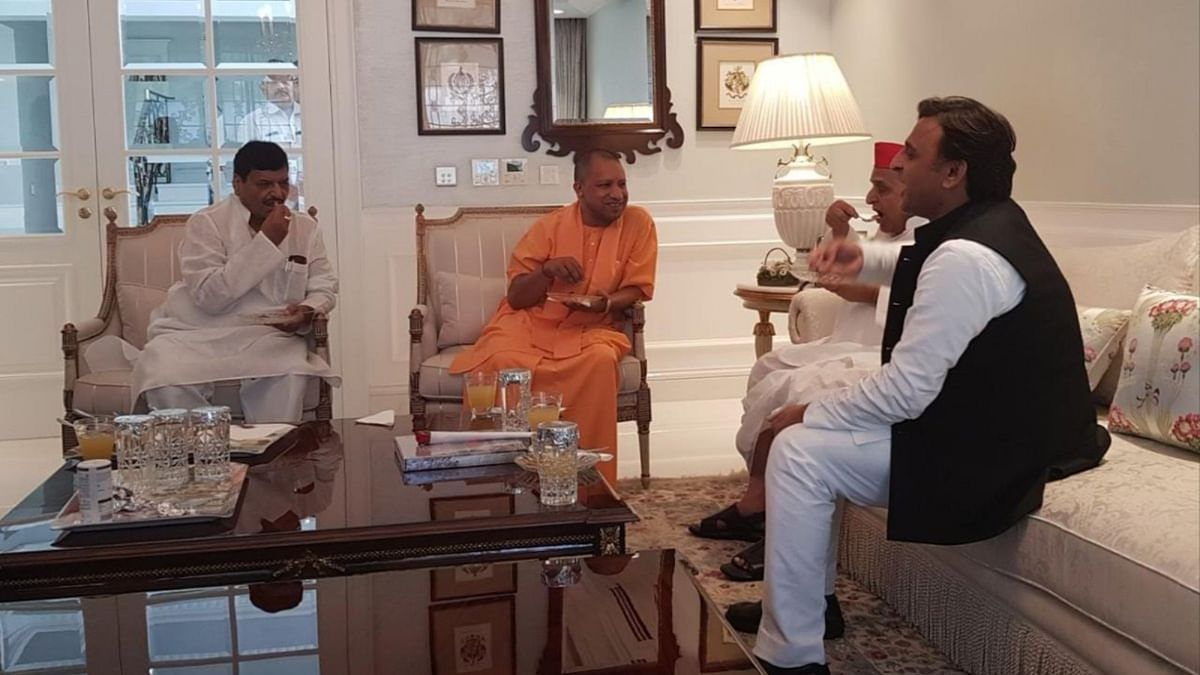 मुलायम सिंह से मिलने पहुंचे योगी आदित्यनाथ
