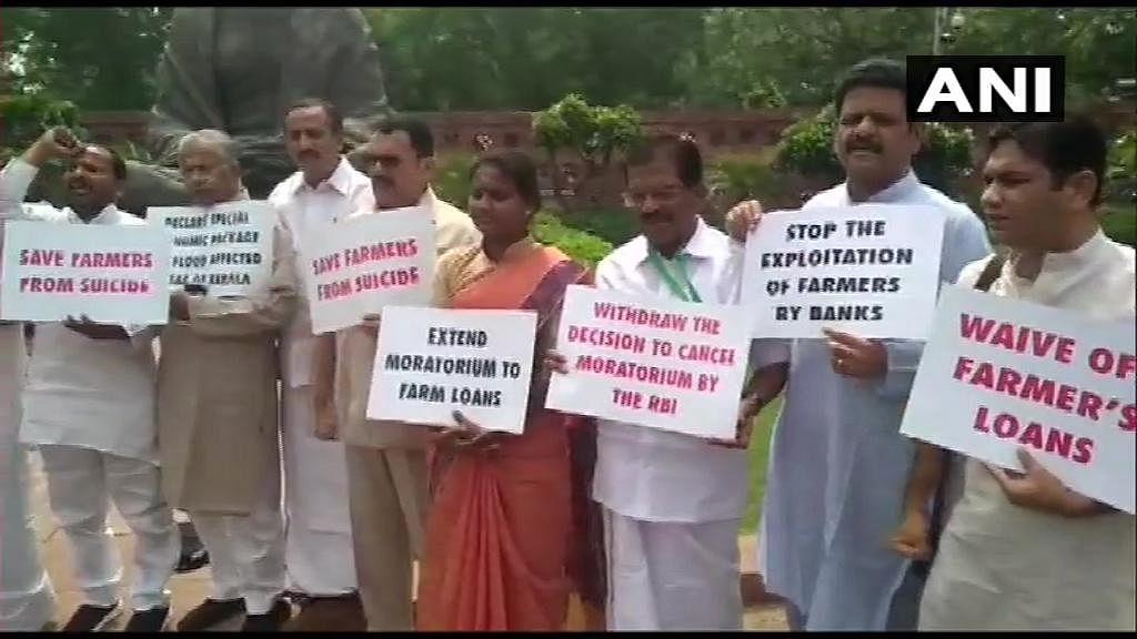 कांग्रेस सांसदों का विरोध प्रदर्शन