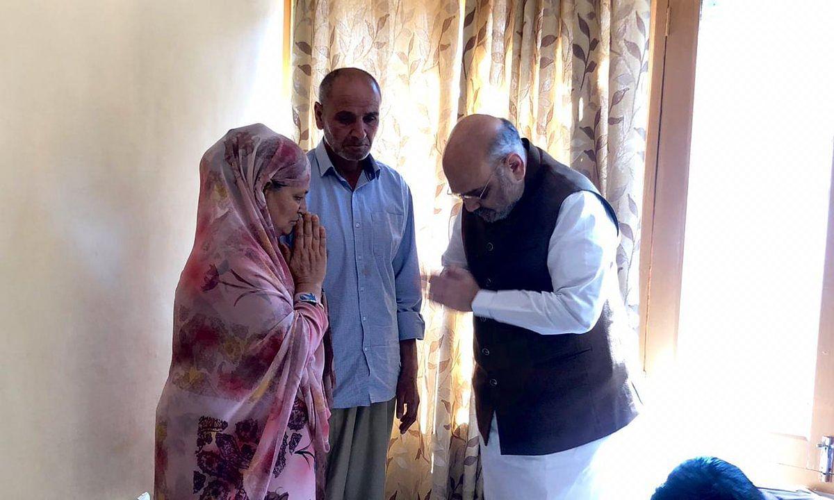 Live जम्मू-कश्मीर: आतंकी हमले में शहीद हुए SHO अरशद खान के परिजनों से मिलने पहुंचे अमित शाह