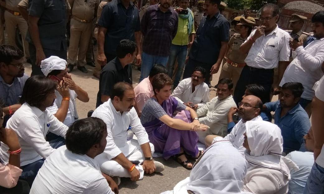 मिर्जापुर में विरोध-प्रदर्शन के बाद प्रियंका गाँधी वाड्रा को हिरासत में लिया गया