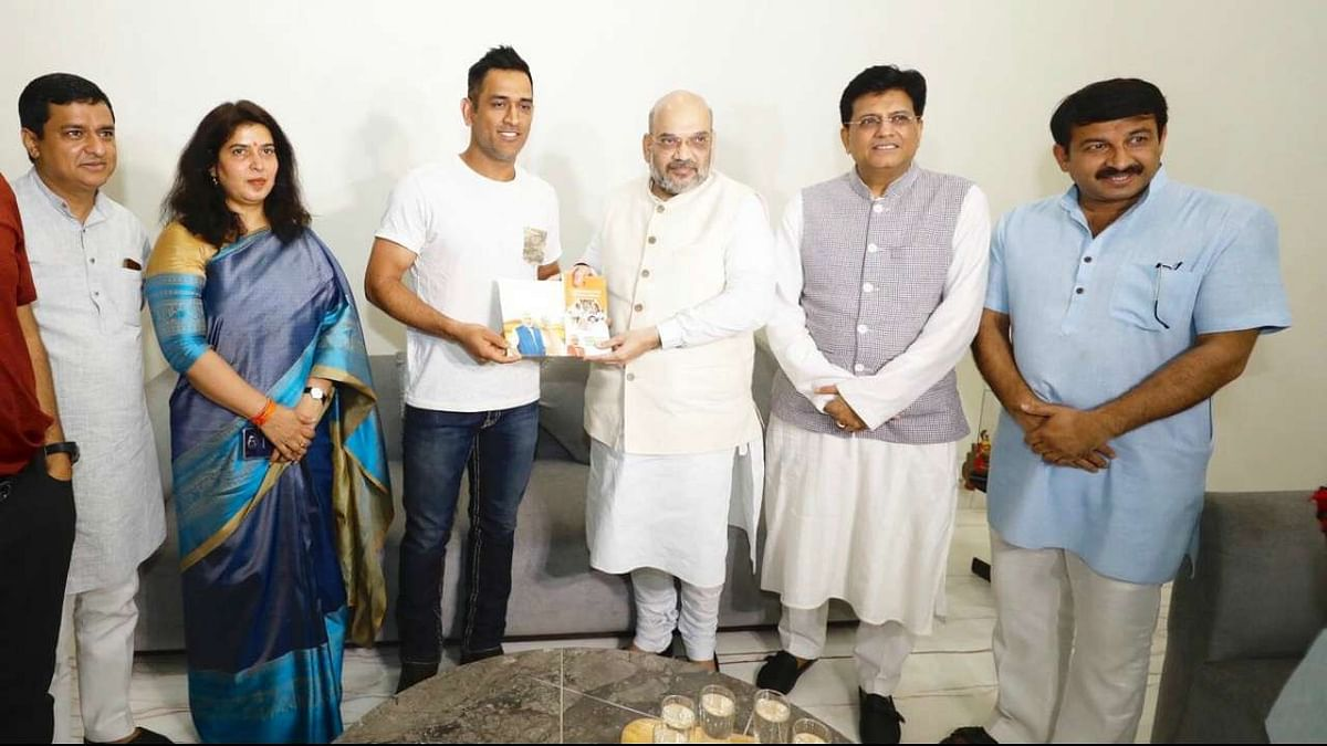 MS Dhoni with BJP Leaders