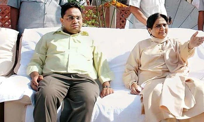 बसपा के नए उपाध्यक्ष आनंद कुमार के घर आयकर की छापेमारी, 400 करोड़ की बेनामी संपत्ति जब्त