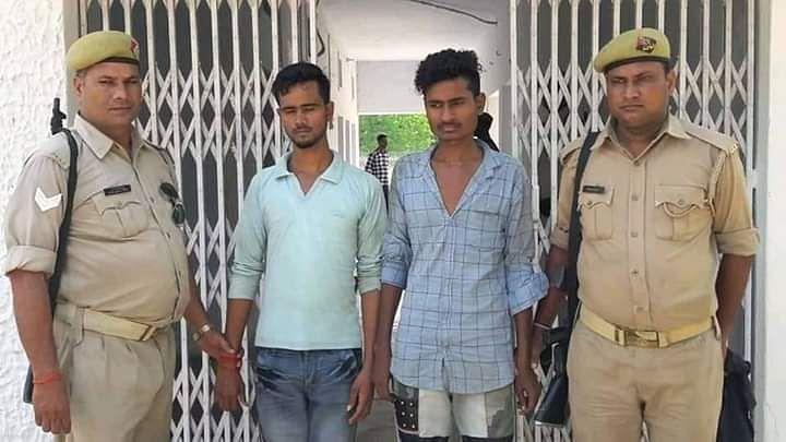 पुलिस ने 2 लोगों को गिरफ्तार किया