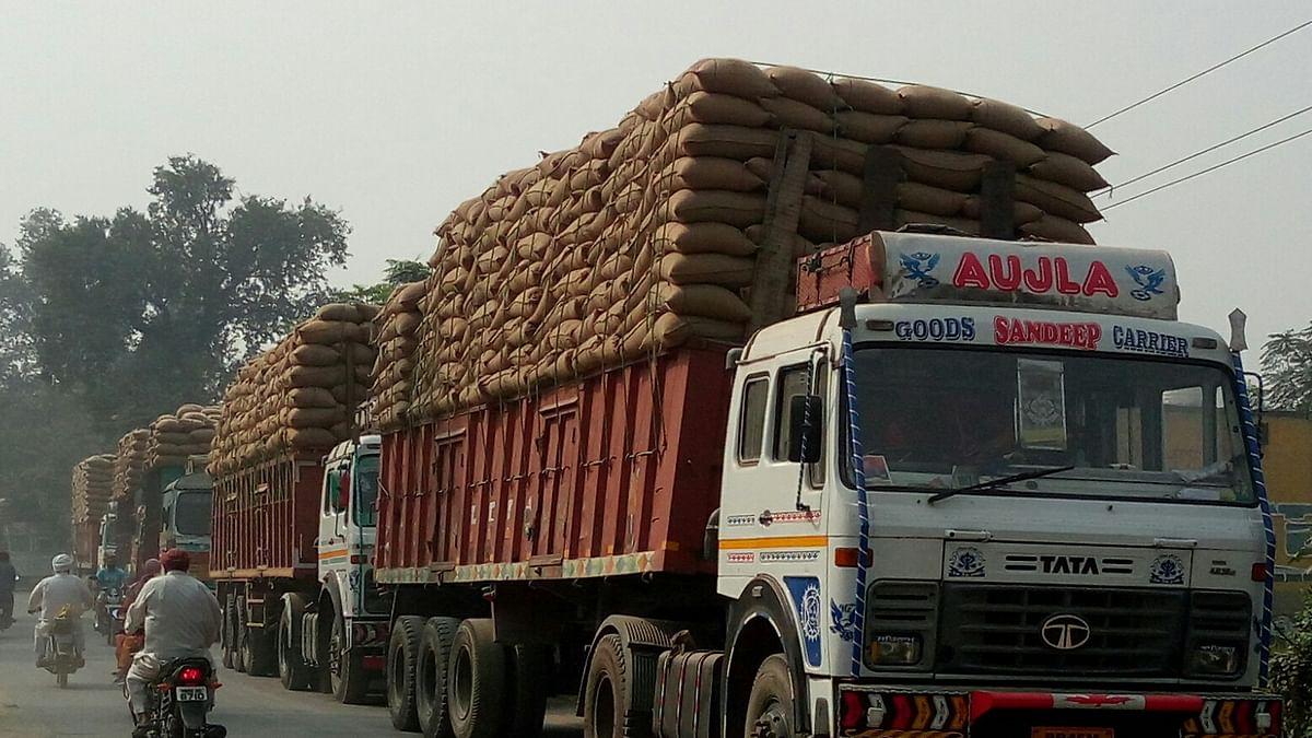 ओवर लोडिंग ट्रक