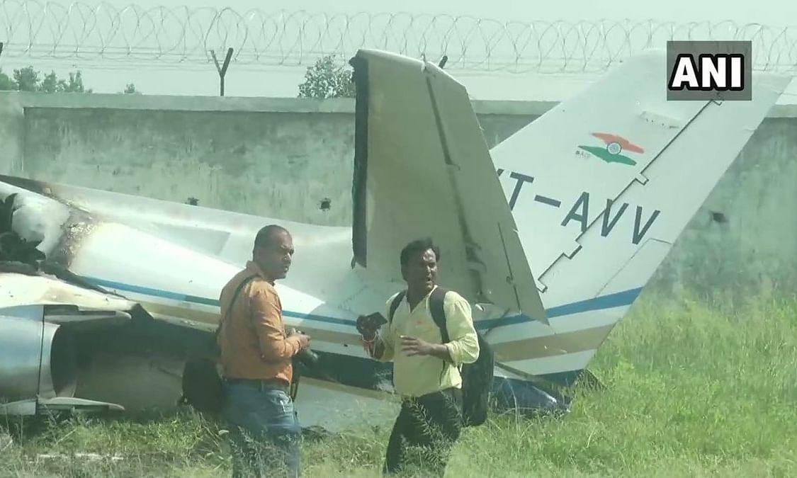 उत्तर प्रदेश: बिजली के तार से उलझकर क्रैश हुआ प्राइवेट प्लेन, बाल-बाल बचे 6 यात्री