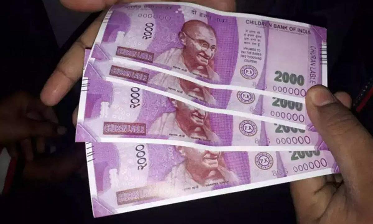 पाकिस्तान छाप रहा हूबहू 2000 के नकली नोट, असली और नकली में फर्क करना मुश्किल।