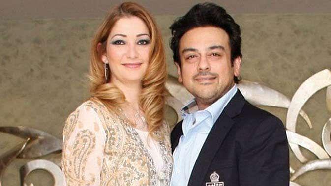 पत्नी के साथ अदनान सामी