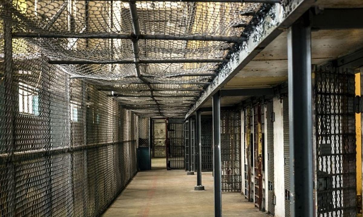 जेल के जैमर ने बढ़ाई समस्या, आस पास के लोगों  का फोन पर बात करना मुश्किल