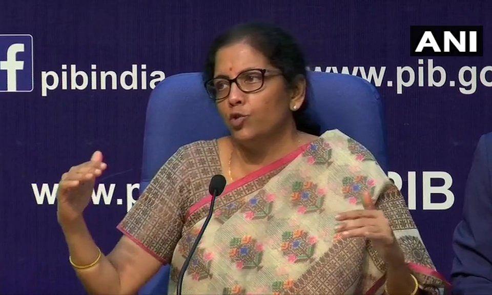 वित्त मंत्री ने बैंकों की छंटनी कर दी, अब देश में रह गए 12 सरकारी बैंक