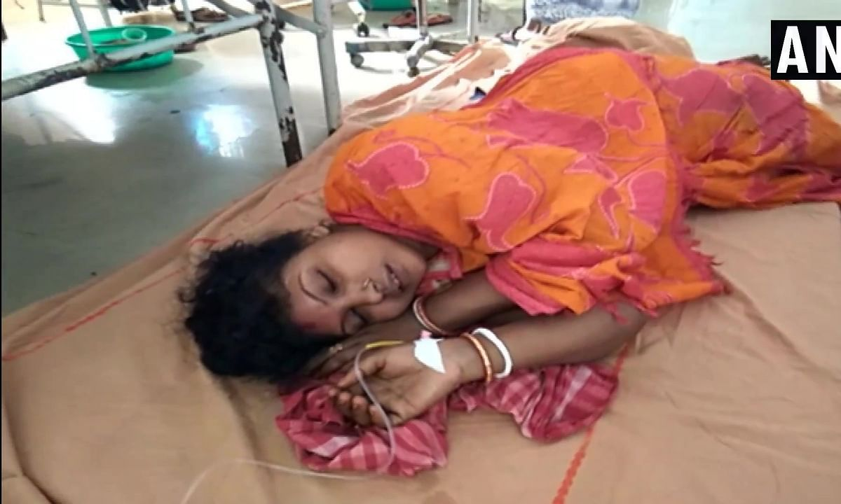 पश्चिम बंगाल : मंदिर में भगदड़ से 6 की मौत, 27 घायल