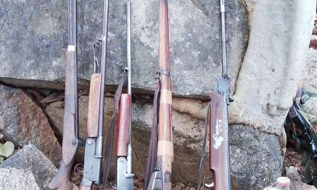 पश्चिम बंगाल में भारी मात्रा में हथियार, गोला-बारूद जब्त