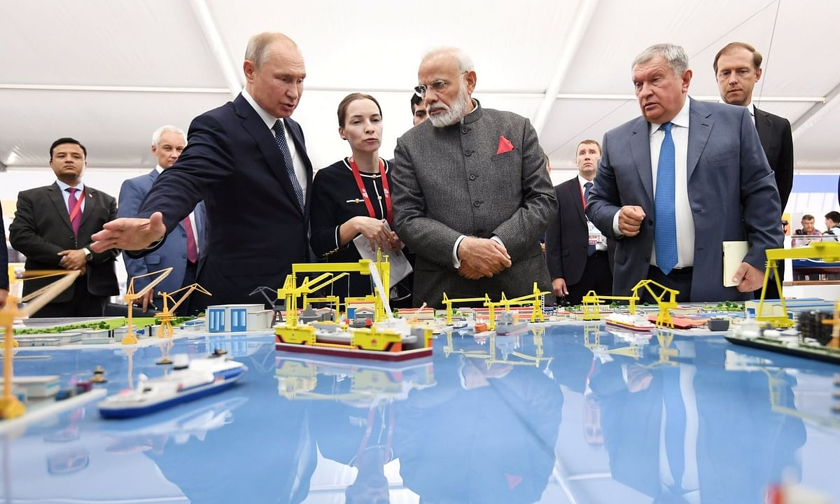 प्रधानमंत्री ने पुतिन के साथ पोत निर्माण परिसर का दौरा किया