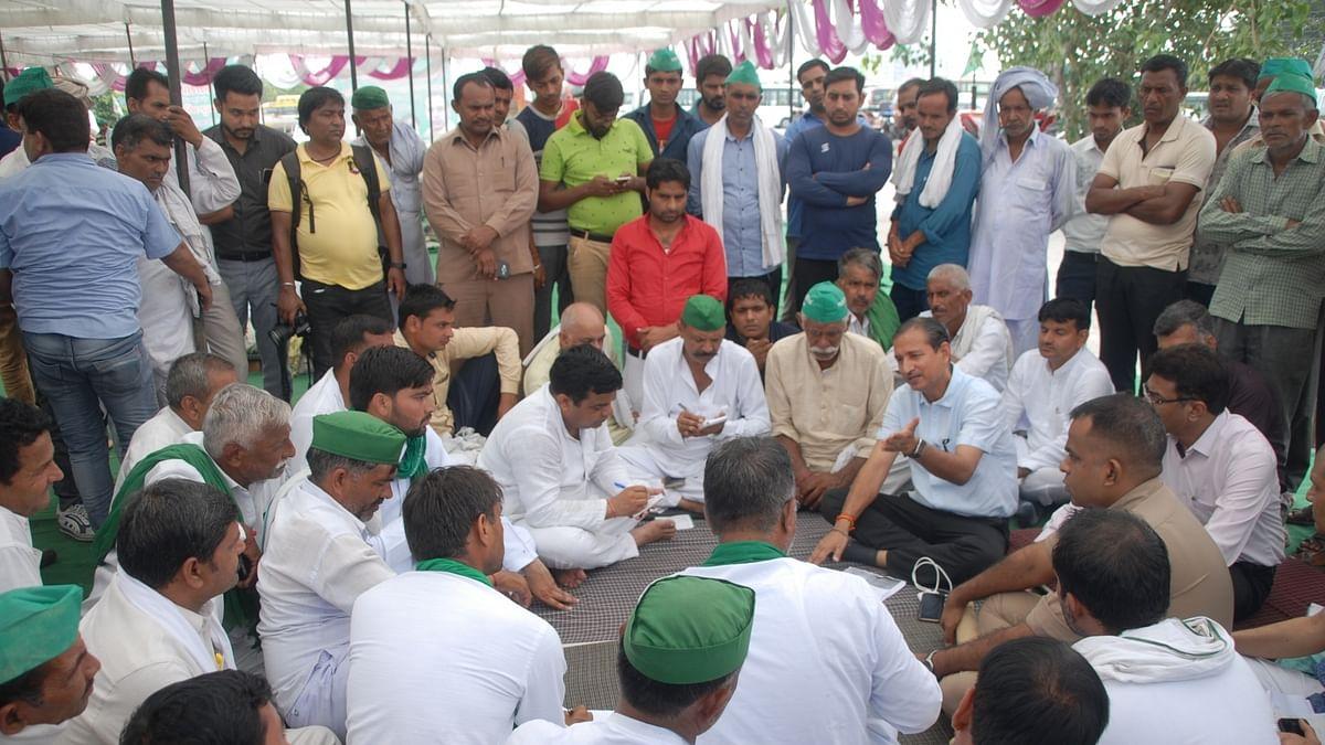 दिल्ली की ओर कूच कर रहे किसानों को उप्र सीमा पर रोका गया