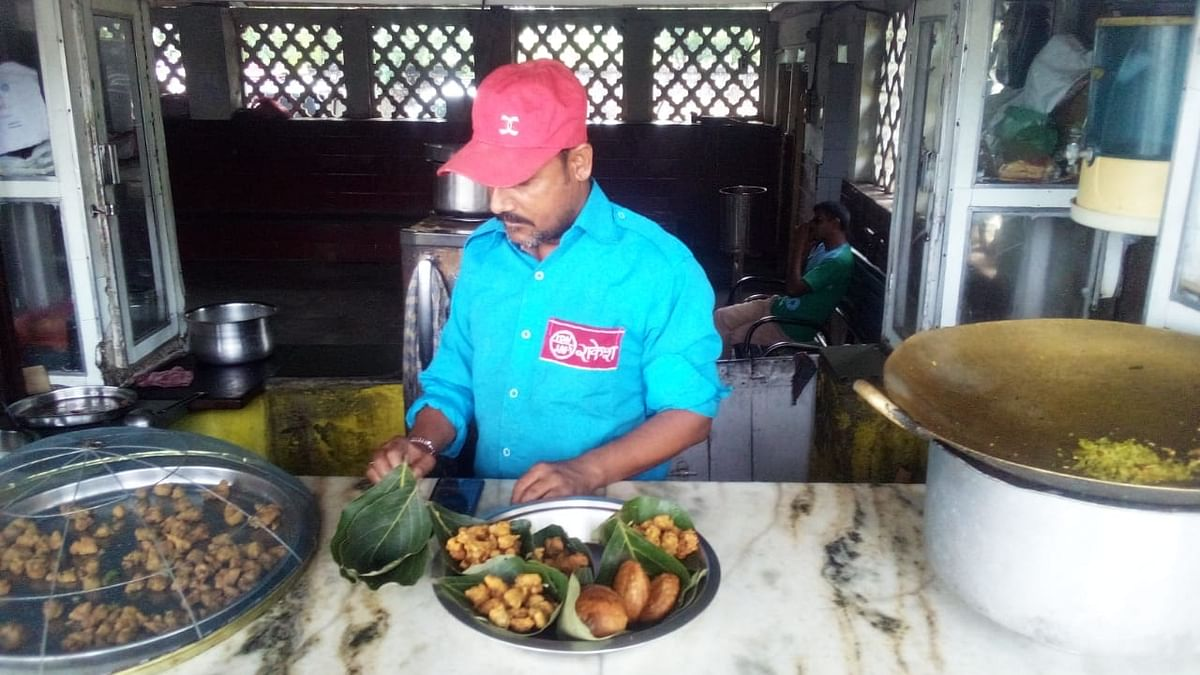 Food served in leaf vessels in Ratlam railway division
