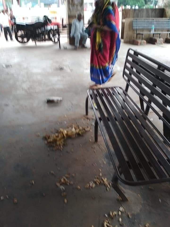 देवरिया का बस अड्डा बहाता अपनी बदहाली पर आंसू,बड़े नेताओ का है संसदीय क्षेत्र