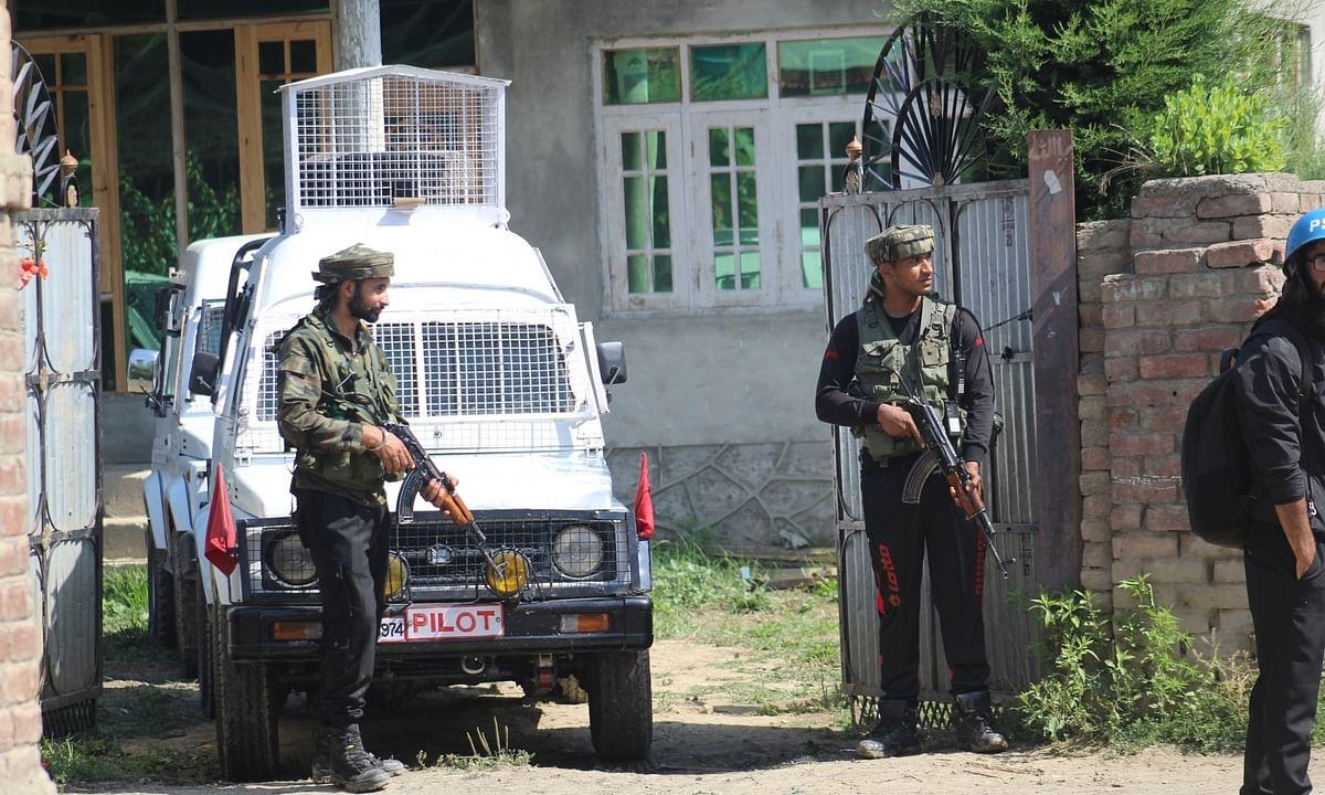 कश्मीर में आतंकवादी हमले में 4 घायल