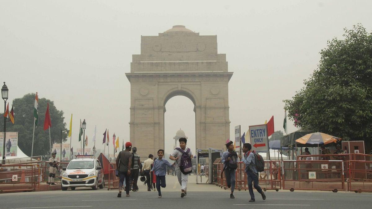 Smog engulfs the national capital,