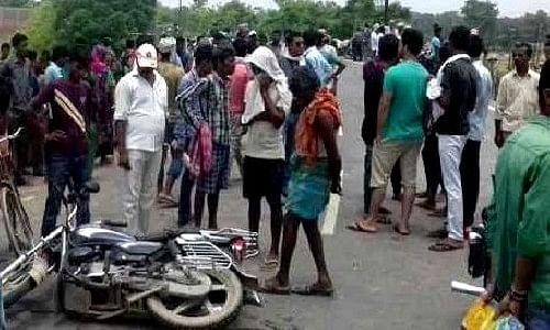 बाँदा : गाय से टकराई मोटरसाइकिल, जीजा-साले की मौत