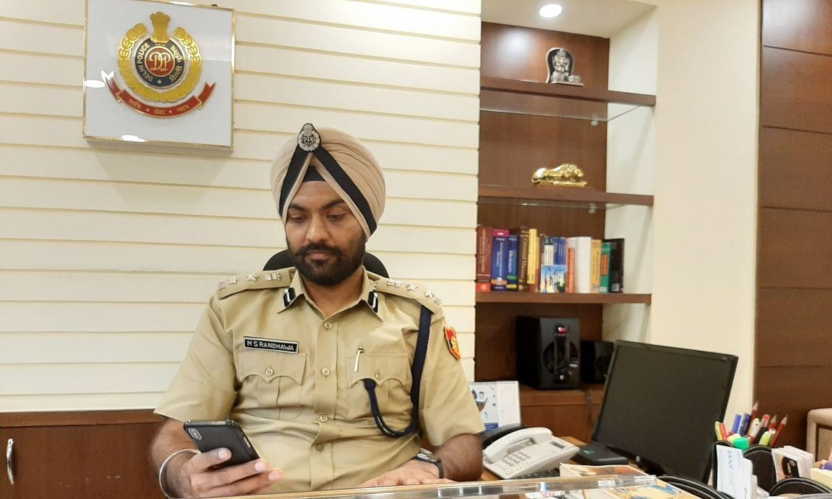 दिल्ली : DCP दफ्तर पर छापे में एक पुलिसकर्मी गिरफ्तार, महिला दारोगा फरार