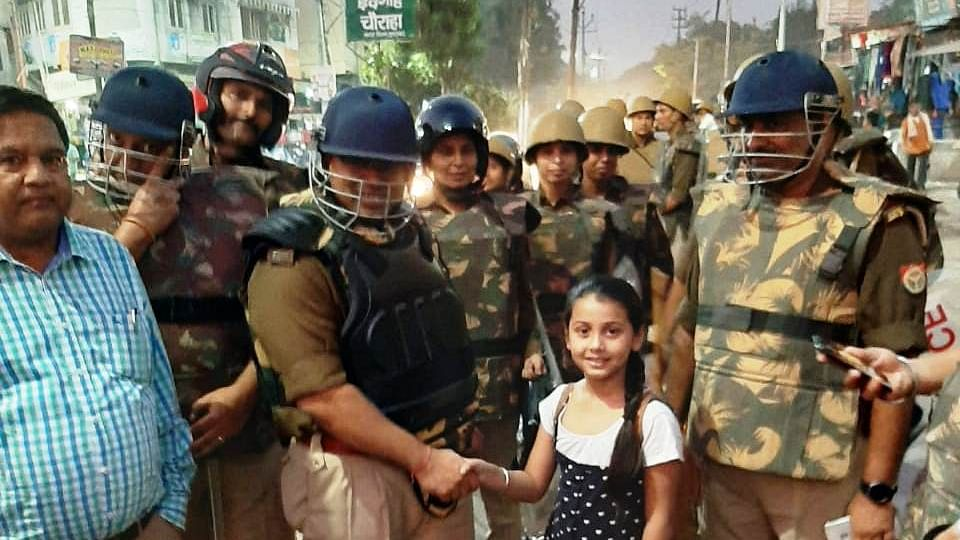 A little Girl Thanks to Moradabad Police