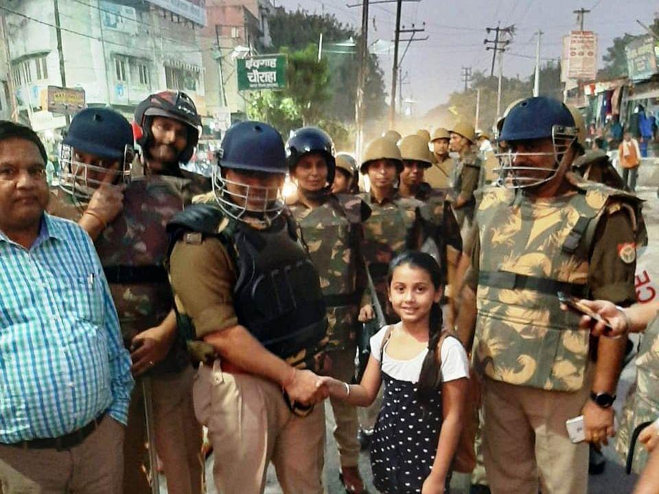 मुरादाबाद पुलिस की पैदल गश्ती के वक्त छोटी बच्ची ने कहा शुक्रिया, पुलिस ने जताया आभार।